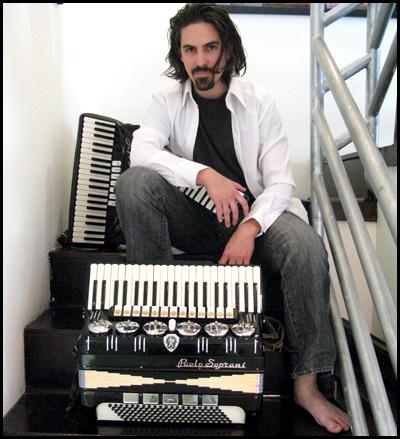 bear-accordions.jpg